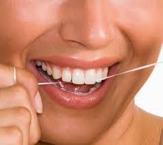 Novo equipamento para higiene bucal quer suceder fio dental