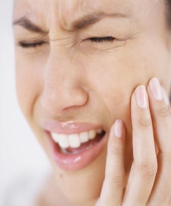 Fertilidade feminina é afetada com falta de higiene bucal