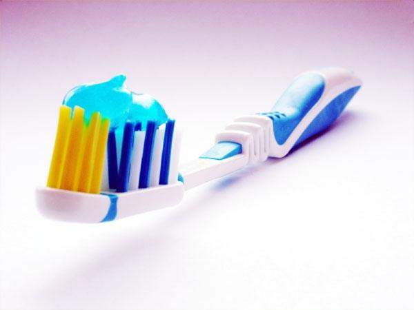 Descuido com a escova de dentes dos filhos