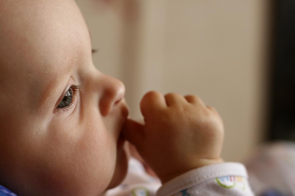 Problemas dentários na criança que chupa os dedos