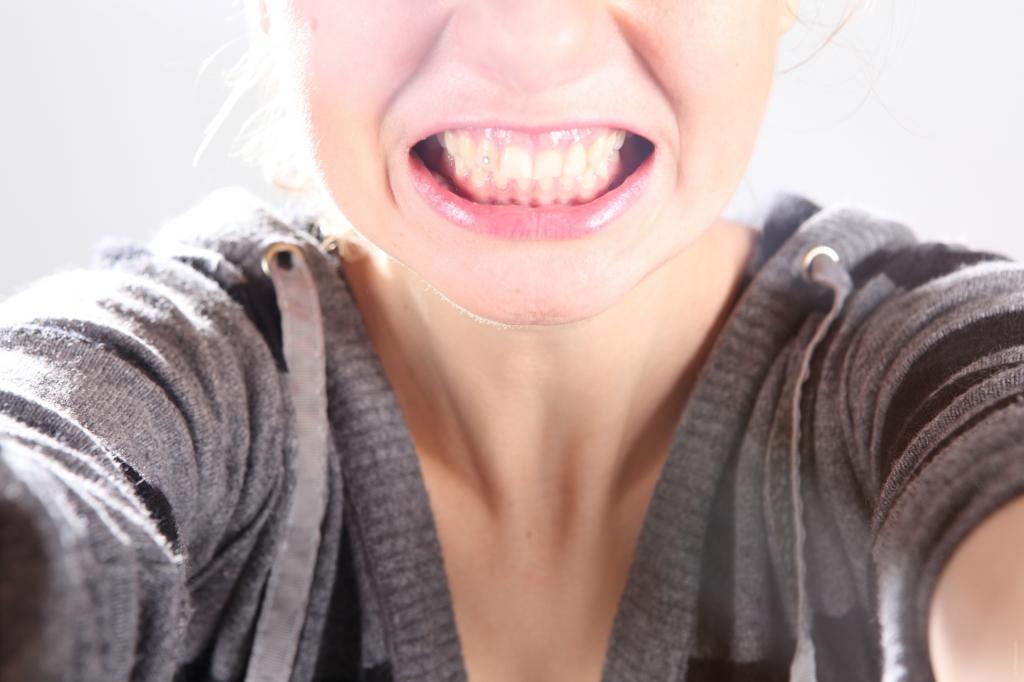 O hábito de ranger os dentes